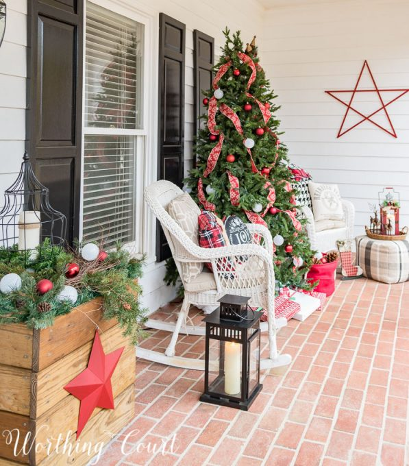 Front porch Christmas tree || Worthing Court