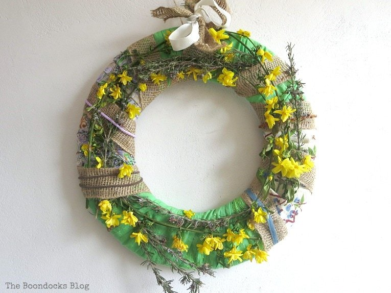 completed wreath, How to Make a Green Wreath for Spring theboondocksblog.com